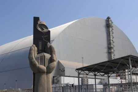 Černobylský reaktor má od minulého roku nový sarkofág